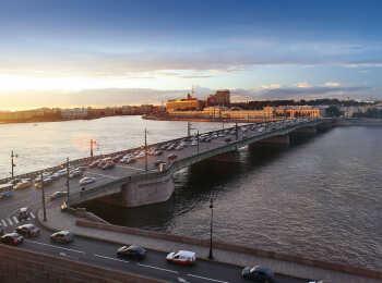 Панорамные виды на Литейный мост